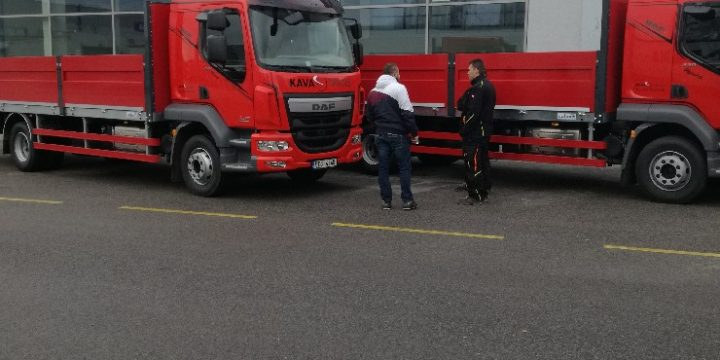Přebírání nových vozů DAF LF